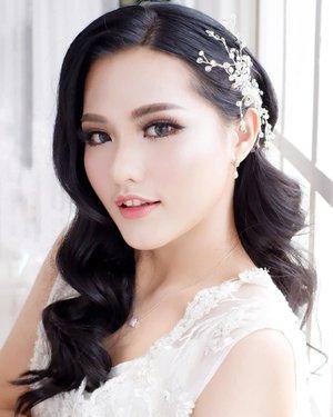 Beautiful Eiffelyn  Makeup by @shelleymuc Captured by @shelleyssebastian HairDo by @sulis_hairdo Lashes @artisanpro  Gown @le_felle Studio @myhome_studio  #artisanpro #artisanpro3ans #makeup #beauty #shelleymuc #surabaya #makeupartist #mua #shelleymakeupcreation #beforeafter #clozetteID #makeover #muasurabaya #muaindonesia #hairdo #soft #softmakeup #beautifulgirl  #makeupartistsurabaya #surabayamakeupartist #correctivemakeup #monolid #monolidmakeup