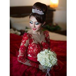 My cetar bride @viviadeliana  Makeup and HairDo by @shelleymuc  #makeup #makeover #beauty #shelleymuc #surabaya #makeupartist #mua #shelleymakeupcreation #beforeafter #clozetteID #makeover #muasurabaya #muaindonesia #hairdo #wedding #weddingmakeup #bridal #bridalmakeup #cetar #InstaSize