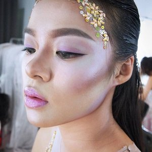 Faux Duochrome/holographic makeup for #ProjectGNZ  #sneakpeek #behindthescene  Makeup and HairDo by @shelleymuc  Muse : @nadia_tjiantoro -  @wmodelsw  Supported by 👗 @dianamputri 📷 @reinhardtkenneth 🎥 @ss_vfx 💄 @shelleymuc 💅 @kikyhandoko 🏢 @studioadventure 🔦 @victoryphotosby 👑 @g.liem ❤️❤️❤️ Special Thanks 🐉 @dragonohudibyo @leondh08 for all the gorgeous Reptiles! ❤️ #bts #makeup #beauty #shelleymuc #surabaya #makeupartist #mua #shelleymakeupcreation #beforeafter #clozetteID #makeover #muasurabaya #muaindonesia #hairdo #fashion #fashionmakeup #conceptualmakeup #editorialmakeup #glitter #bling #sparkle  #nofalsies #holographicmakeup