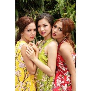 Upcoming @mimoholics collection!  Captured by @eastofedenphotowork  Talents: @apojunee @efonny_skii @mei_ling_ang  Makeup and HairDo by @shelleymuc  Venue: Garden by the Bay, Singapore  #makeup #beauty #shelleymuc #surabaya #makeupartist #mua #shelleymakeupcreation #beforeafter #clozetteID #makeover #muasurabaya #muaindonesia #hairdo #asianbeauty #photoshoot #photoshot #fashion #messyponytail #lipstick #garden #instasize