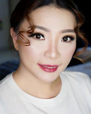 Glowing Makeup for Ce @mei.bing family photoshoot *jahit mata dengan kondisi sudah ada Eyelash Extension  Makeup by @shelleymuc @shelleyssebastian Ringlight @cathiestuff.id Eyelash @madame_lashes  #makeup #beauty #shelleymuc #surabaya #makeupartist #mua #shelleymakeupcreation #beforeafter #clozetteID #makeover #muasurabaya #muaindonesia #hairdo #soft #softmakeup #beautifulgirl #softsmokey #glammakeup #glamourmakeup #makeupartistsurabaya #surabayamakeupartist #correctivemakeup  #bridalmakeup #weddingmakeup #astagacathie