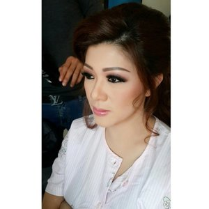 Makeup by @shelleymuc  HairDo by @rendynjoo  #makeup #makeover #beauty #shelleymuc #surabaya #makeupartist #mua #shelleymakeupcreation #beforeafter #clozetteID #makeover #muasurabaya #muaindonesia #instasize