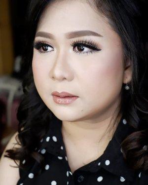 Makeup for @nieminciao family photoshoot  Makeup by @shelleymuc @shelleyssebastian HairDo by @co2m_beautystylish Ringlight @cathiestuff.id Eyelash @flaire.official  #makeup #beauty #shelleymuc #surabaya #makeupartist #mua #shelleymakeupcreation #beforeafter #clozetteID #makeover #muasurabaya #muaindonesia #hairdo #soft #softmakeup #beautifulgirl #softsmokey #glammakeup #glamourmakeup #makeupartistsurabaya #surabayamakeupartist #correctivemakeup #bridalmakeup #weddingmakeup