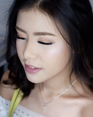 Casual makeup for @jenniferwinarta  Makeup by @shelleymuc @shelleyssebastian HairDo by @suci_hairdo Organized by @flywheel_lucero Ringlight @cathiestuff.id Eyelash @madame_lashes  #makeup #beauty #shelleymuc #surabaya #makeupartist #mua #shelleymakeupcreation #beforeafter #clozetteID #makeover #muasurabaya #muaindonesia #hairdo #soft #softmakeup #beautifulgirl #softsmokey #glammakeup #glamourmakeup #makeupartistsurabaya #surabayamakeupartist #correctivemakeup #monolid #monolidmakeup #bride #bridal #bridalmakeup #birthdaygirl #sweetseventeen #jenniferwinarta
