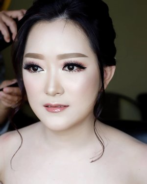 Today's Engagement Makeup for Sheila & Ferry  Makeup by @shelleymuc @shelleyssebastian HairDo by @tiara_hairdo Lashes @artisanpro Ringlight @cathiestuff.id  #makeup #beauty #shelleymuc #surabaya #makeupartist #mua #shelleymakeupcreation #beforeafter #clozetteID #makeover #muasurabaya #muaindonesia #hairdo #soft #softmakeup #beautifulgirl #softsmokey #glammakeup #glamourmakeup #makeupartistsurabaya #surabayamakeupartist #correctivemakeup #monolid #monolidmakeup #engagementmakeup #bridalmakeup #weddingmakeup