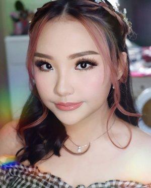 Makeup for @carmensamantha  Makeup by @shelleymuc @shelleyssebastian HairDo by @tiara_hairdo Lashes @flaire.official Ringlight @cathiestuff.id Highlighter @klaracosmetics_id  #makeup #beauty #shelleymuc #surabaya #makeupartist #mua #shelleymakeupcreation #beforeafter #clozetteID #makeover #muasurabaya #muaindonesia #hairdo #soft #softmakeup #beautifulgirl  #makeupartistsurabaya #surabayamakeupartist #correctivemakeup #monolid #monolidmakeup