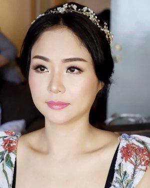 Soft korean makeup with single lashes (by request)  Makeup by @shelleymuc @shelleyssebastian HairDo by @maya_hairdo Upper lashes @flaire.official Lower lashes @madame_lashes  #makeup #beauty #shelleymuc #surabaya #makeupartist #mua #shelleymakeupcreation #beforeafter #clozetteID #makeover #muasurabaya #muaindonesia #hairdo #soft #softmakeup #beautifulgirl #softsmokey #glammakeup #glamourmakeup #makeupartistsurabaya #surabayamakeupartist #correctivemakeup #bridalmakeup #weddingmakeup