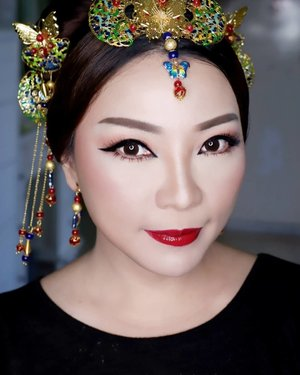 Makeup for ce @mei.bing (by request)  Makeup by @shelleymuc @shelleyssebastian HairDo by @uci.pertiwi Hair accessories by @jenju.acc Upper Lashes @flaire.official Lower lashes @madame_lashes  Ringlight @cathiestuff.id  #makeup #beauty #shelleymuc #surabaya #makeupartist #mua #shelleymakeupcreation #beforeafter #clozetteID #makeover #muasurabaya #muaindonesia #hairdo #soft #softmakeup #beautifulgirl #softsmokey #glammakeup #glamourmakeup #makeupartistsurabaya #surabayamakeupartist #correctivemakeup #chinesenewyear #cny