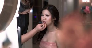 Makeup for @jenniferwinarta pre-sweet video  Makeup by @shelleymuc @shelleyssebastian HairDo by @suci_hairdo Organized by @flywheel_lucero @desinatalia Gown by @nancywarrencouture Ringlight + mirror @cathiestuff.id Eyelash @artisanpro Highlight @klaracosmetics_id Video @mazzelproduction Venue @wyndham @wyndhamsurabaya  #jenniferwinarta #JW17th #JenniferWinartaBirthday #makeup #beauty #shelleymuc #makeupartist  #shelleymakeupcreation #beforeafter #clozetteID #makeover #muasurabaya #muaindonesia  #beautifulgirl  #makeupartistsurabaya #surabayamakeupartist #correctivemakeup #monolid #monolidmakeup #sweetseventeen #birthdaygirl