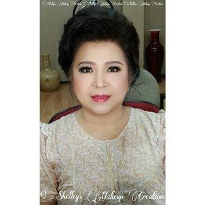 Makeup and HairDo by @shelleymuc  #makeup #makeover #beauty #shelleymuc #surabaya #makeupartist #mua #shelleymakeupcreation #beforeafter #clozetteID #makeover #muasurabaya #muaindonesia #hairdo #soft #softmakeup #softsmokey #InstaSize