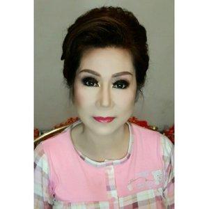 Makeup and HairDo for Ai AyAy  Makeup and HairDo by @shelleymuc  #makeup #makeover #beauty #shelleymuc #surabaya #makeupartist #mua #shelleymakeupcreation #beforeafter #clozetteID #makeover #muasurabaya #muaindonesia #hairdo #InstaSize