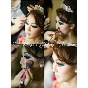 Makeup and HairDo for @viviadeliana  #makeup #beauty #shelleymuc #surabaya #makeupartist #mua #shelleymakeupcreation #beforeafter #clozetteID #makeover #muasurabaya #muaindonesia #hairdo #wedding #weddingmakeup #bridal #bridalmakeup #cetar #InstaSize