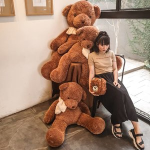 surrounded by the bears 🐻 thank you @sirene.mimosa for the @moschino bag • • • • • • • • • • #clozetteid #dearestviewfinder #beautifulmatters  #darlingdaily #lookbookindonesia #dametraveler #theheartcaptured #thehappynow #wheretofindme #ootd #ファッション #스타일 #コーデ #littlestoriesofmylife #neutraltones #wandeleurspark #todaysgoodthing #slowandsimpledays #momentsofmine #thesincerestoryteller #ofsimplethings#lightroomindonesia #lookwis