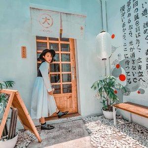 Ngadem sejenak di little Tokyo nya Malang @tokioten.teahouse sambil nyeruput iced milk tea diiringi Studio Ghibli's soundtracks. Tokioten Tea House ini cafe Jepang pertama di Jawa Timur yang beneran ada vending machine dan gatchapon nya loh 😍 Japan vibes nya terasa banget dari exterior maupun interior nya. Di design simple dengan warna neutral dan sentuhan kayu dan menu nya pun serba teh, benar-benar mengingatkan sama kafe-kafe mungil di Tokyo 🥰  📸 by one and only @carolinmalie • • • • • • • #clozetteid #minimalstyle #neutrals #styleblogger #makersgonnamake #stylehunter #mybeigelife #verilymoment #littlestoriesofmylife #classicstyle #momentsofmine #goopgo #theheartcaptured #thehappynow #wheretofindme #ファッション #스타일 #コーデ #littlestoriesofmylife #neutraltones #alliseeispretty #todaysgoodthing #slowandsimpledays #malang