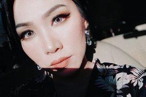 golden hour ▪ On my face: @armanibeauty Power Fabric foundation (my go-to foundation for the past few months, my shade is 4) @narsissist Wanted eyeshadow palette, @anastasiabeverlyhills Soft Glam eyeshadow palette, @ruvvlash Mia lashes, @3ce_official matte lipstick # 114 • • • • • • • • • • • #clozetteid #beatthatface #makeupaddict #makeuplook #ontheblog #makeupfanatic1 #darlingdaily #momblog #wakeupandmakeup #ilovemakeup #indobeautygram #beautybloggerindonesia #beautybloggers #makeuplook #makeuptalk #powerofmakeup #ビューティー #春メイク #화장품 #메이크업 #コスメ #メイク動画 #アイメイク #プチプラ #메이크업 #인스타뷰티 #ivgbeauty #luxurybeauty #beautifulmatters