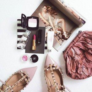 Blush. • • • • • • • • • • • #clozette #clozetteid #clozettegirl #makeup #makeupdolls #motd #makeupoftheday #thatsdarling #weheartit #valentinorockstud #makeupflatlay #fromsandyxo #achanelshot #chanelbeauty