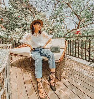 excited when Friday comes because it's Muaythai day yay! Outfit head to toe @zara  @ysl Sunset via @sirene.mimosa Big thanks to @carolinmalie for this pretty shot 🥰 • • • • • • • • • #clozetteid #ootdinspo #beautifulmatters #lookbookindonesia #theheartcaptured #thehappynow #wheretofindme #ファッション #스타일 #コーデ #littlestoriesofmylife #neutraltones #alliseeispretty #todaysgoodthing #slowandsimpledays #momentsofmine #neutrals #ofsimplethings#postitfortheaesthetics #myeverydaymagic #stylehunters #ootd