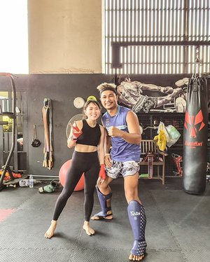 Bucket list checked! It's been a dream of mine to  learn authentic Muaythai in Thailand. Last Monday that dream came true, I got a chance to join private class on @elitefightclubbkk and trained by a local instructor, a super tall guy named Boy. I wished I had more time to learn & practice but it was fun nonetheless, I had a blast!•••••••••#clozetteid #girlswhofight #musclesandmascara  #fitnessmotivation #getfit #muaythaigirls #fitfam #instagood #dreambig #girlsgonesporty #fitfluential #muaythaigirls #muaythai #bbgmomsover30 #activeliving #fitmom #momlife #fitspiration #fitspo #fitmomsofig #momswholift #momswithmuscle #fitnessjourney #iworkout #idontsweatisparkle #gymbunny #muaythaiindonesia #girlswhokickass