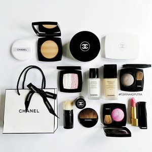 Everyday is #Chanel day • • • • • • • • • • • #clozette #clozetteid #clozettegirl #motd #makeupoftheday #makeupofinstagram #newmakeup #makeupmenu #achanelshot #chanelbeauty #wakeupandmakeup #ilovemakeup #makeuptalk #makeupflatlay #makeupaddict #makeupmania #makeuplover #makeupjunkie #makeupporn #makeupmess #makeupheaven #makeuphoarder #makeupdolls #makeupmadness #makeupobsessed #indobeautygram #indoblogger #indonesianbeautyblogger #bbloggers