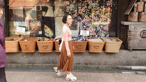 strolling around Tokyotop @gu_global skirt @titipbeli.sby sneakers @balenciaga••••••••••#clozetteid #dearestviewfinder #beautifulmatters  #darlingdaily #lookbookindonesia #dametraveler #theheartcaptured #thehappynow #wheretofindme #ootd #ファッション #스타일 #コーデ #littlestoriesofmylife #neutraltones #wandeleurspark #todaysgoodthing #pathport #momentsofmine #thesincerestoryteller #ofsimplethings #vscoindonesia #vsco #tokyo