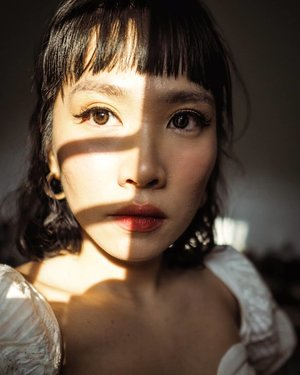 shadow play. colored lens @ponyeyes • • • • • • • • • • • #clozetteid #beatthatface #indobeautygram #makeuplook #glamvids #makeupfanatic1 #dailymakeup #instamakeup #wakeupandmakeup #beautybloggerindonesia #beautybloggers #ivgbeauty #makeuptalk #powerofmakeup #ビューティー #春メイク #화장품 #메이크업 #コスメ #メイク動画 #アイメイク #プチプラ #메이크업 #인스타뷰티 #beautyvlogger