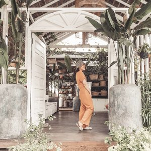 left my heart in bali • • • • • • • • • • #clozetteid #dearestviewfinder #beautifulmatters  #darlingdaily #lookbookindonesia #dametraveler #theheartcaptured #thehappynow #wheretofindme #ootd #ファッション #스타일 #コーデ #littlestoriesofmylife #neutraltones #wandeleurspark #todaysgoodthing #pathport #momentsofmine #thesincerestoryteller #ofsimplethings #vscoindonesia #vsco #thebalibible