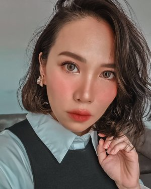 Been a while... Serving y'all a proper selfie because I 💕 my new hair • • • • • • • • • • • #clozetteid #beatthatface #indobeautygram #makeuplook #glowup #dailymakeup #instamakeup #wakeupandmakeup #beautybloggerindonesia #beautybloggers #ivgbeauty #makeuptalk #powerofmakeup #ビューティー #春メイク #화장품 #메이크업 #コスメ #メイク動画 #アイメイク #プチプラ #메이크업 #인스타뷰티 #makeuponfleek