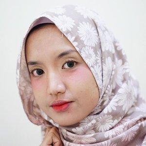 🌙Makeup of the night⭐️Lagi bikin tutorial hijab. Tebak dong makeupnya terinspirasi siapa. Hint: singer.product:freshlook green lenswardah bb creampoppy dharsono eyebrow penciltoo cool for school highlightersilkygirl blushthe balm bahama mamanyx doll eyes mascaramake over lip creamwet n wild megalast lipstick#clozetteid #beautiesquad #kbbvmember