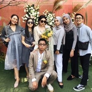The most santuy bride & groom in town.. Happy wedding & selamat menikmati Bali!!.#ClozetteID