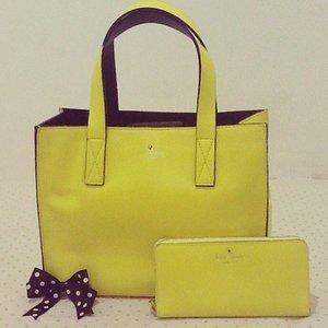 My favorite katespade bag and wallet 🌼 . #katespade #livecolorfully