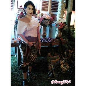 I Love Local Brand 📷 #indonesiajugakece #IWAPA #Abekani #supportlocalbrand #localbrand #abekanian #abekanilovers #abekanijogja #modifiedjeans #estyle #style #look #lookoftheday #outfit #outfitoftheday #fashionoftheday #instalook #instafashion #clozettedaily #clozetteid #fashion #ootd #femaledaily