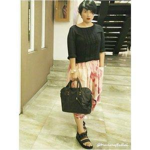 Mood 📷 #estyle #style #supportlocalbrand #localbrand #abekanian #abekanilovers #abekanijogja #look #lookoftheday #outfit #outfitoftheday #fashionoftheday #instalook #instafashion #clozettedaily #clozetteid #fashion #ootd #femaledaily