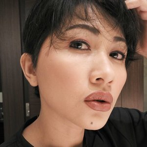 Narcis 😁😁 #selfpotrait #myselfandi #narcism #makeupoftheday #lipsticksaddict #lipsticksjunkie #foundationaddict #foundationjunkie #makeupaddict #makeupjunkie #clozettedaily #clozetteid #beauty #makeup #fotd #lotd #fdbeauty #femaledaily