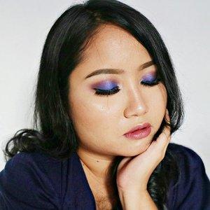 Ini #motd untuk Nivea Makeup Clear (blogpost review-nya bisa di search di blog #racunwarnawarni). #makeuplook ini dibuat pas saya masih baru2 pulang dari GiliT. Warna kulitnya bagusss bisa coklat semuka-muka. Terakhir ke Bali kemaren, badan doang yg nyoklat, mukanya engga 😣. . 👽 LA Girl Pro Coverage HD Illuminating Foundie Warm Beige + @bourjois_id Healthy Mix no.52 👽 Bourjois Concealer No.53 👽 Marck's Loose Powder Creme 👽 @juviasplace Masquerade Palette 👽 Milani Brow Pomade 👽 @anastasiabeverlyhills contour kit 👽 @thebalmid MarryLou Manizer 👽 Catrice Sun Glow Matt Bronzing 👽 L'oreal Rouge Magic 💄 Divine Moccha . #fotd #eotd #makeup #makeuplover #makeupaddict #clozetteid