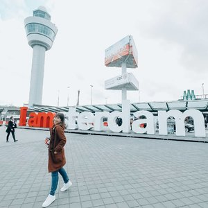 Hello #Amsterdam A little conversation with our uber driver: 👨: So you guys coming for  study or work? 👧 : Vacation, sir 👨: He? Why are you coming to here for vacation? You cant see anything here, just one day and you'll be bored. 👧: Its our first time, so lets see.. . . And here I am, after 2 nights stay and still want to get around the city. Masih banyak banget tempat yang belum sempat dituju, cuaca yang cukup windy dan sering gerimis juga bikin kami (tunjuk diri sendiri) pingin dekat-dekat penghangat aja daripada keluar gedung. . . I'll be back for sure.. #Amsterdam #Lingtrip #VisitAmsterdam #GirlwhoTravels #LinglingkeEropa #ootd #ClozetteID