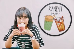 Cara menikmati @kanpai.id Red Velvet adalah dengan membiarkan cheesenya nempel di bibir atas.Dijamin bikin nagih 🤣Rasa manis dari red velvet dan salty dari si cheese ini bikin lupa kalau #lagidietBtw apa varian @Kanpai.id kesukaanmu?#Lindaminireview#Kanpaiid#ClozetteID