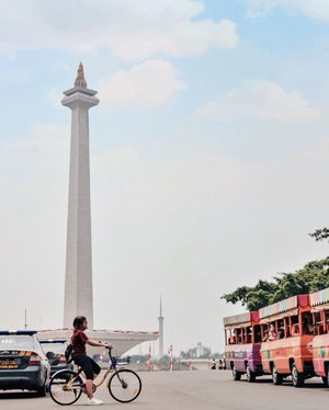 Kangen banget sepedaan, tapi cuaca di Jakarta lagi susah ditebak banget. 🥴Eh iya kalian tau ga kalau ada event bersepeda yg diselenggarakan oleh @id_prudential ?Acara bersepeda yang dibuat secara virtual ini bikin pesertanya bebas menentukan rute yang ingin dilewatinya. Eventnya sendiri dilaksanakan pada 20-23 Agustus lalu dan diikuti oleh 3000 peserta.Nah kemarin banget PRUride virtual 2020 ini ditutup. Kalian ada yang ikutan juga ga nih?  Ps. Foto ini diambil tahun lalu ya, kalau mau lihat full videonya ada kok di youtube. #pruride2020vr#ClozetteID#lindaolahraga