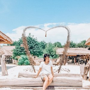 Sudah boleh kangen panas-panasan di sini sama kamu?Beres-beres file di hardisk ini bikin jd inget kalimat bang @lostpacker..Aku keseringan bikin footage tapi males ngedit 🤣🤣🤣*gondelin siapa aja yg bisa ngedit in dengan bagus#LindaOOTD#ClozetteID#Lombok#ExploreLombok#Travelgram#Summer