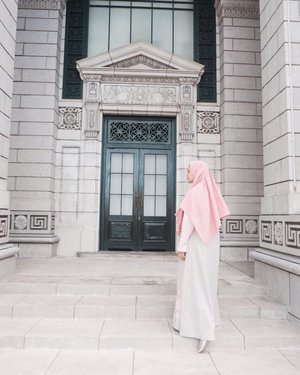 Just breathe and move to the next step . . . #uss #usssingapore #hijab #clozetteid #buyutravelling #latepost #anotherposealaala