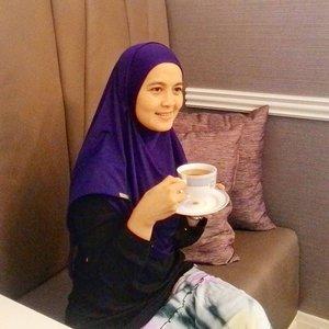 Hujan di sore hari seperti ini enaknya ditemani secangkir teh hangat. Tapi moodnya pengen belanja. Mampir saja ke @parksonindonesia Dengan layanan yang mereka miliki, kamu tinggal duduk manis sambil ngeteh sambil menunggu belanjaan kamu. Penasaran dengan layanan mereka? Tunggu ceritanya di blog saya ya.. .....Instant hijab from @allyvia.id #teatime #parksonindonesia #parkson #shopping #metime #blogger #bloggerjakarta #tea #teh #afternoontea #departmentstore #belanja #hijab #allyvia #hijabinstant #clozetteID