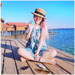 Salt Air, Cool Breeze and @ionessence in my hand .. . . . . #beautynesiamember #clozetteid #beautyblogger #fblogger #blogger #beauty #l4l #bblogger #styleblogger #ulzzang #fashionpeople #vscocam #beautyinfluencer #beautyenthusiast #youtuberindonesian #indonesianfemaleblogger #beautychannelid #ootd #makeupjunkie #블로거 #스트릿스타일 #샐가 #샐피 #패션모델 #뷰티 #bloggerceriaid #ionessence #ion