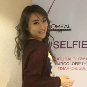 Helow helow, Vlog for my Hair transformation using @lorealpro #selfiecolor at @irwanteamhairdesign is now UP in my youtube channel.. you can find the link in my bio or click here https://youtu.be/Hz5flAvC2f8 . . . Thanks to @clozetteid 💖💖💖 . . . . #clozetteid #clozetteidreview #irwanteamxclozetteidreview #irwanteamreview #lorealproid