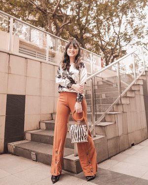We can't direct the wind, but you can adjust the sails .. . . Top : Nakisha Overlab blouse cream by @berrybenka .. . . . . . . . . #meandberrybenka #berrybenka #bproject #hisafudressup @berrybenkalabel #partnershipwithhisafu