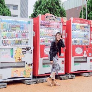 Look how HAPPY i am .. Ini foto wajib klo ke Jepang, foto bersama vending machine yang bs kamu temui dimana2.. Super convenient kalo pas haus tinggal pilih aja deh mau minum yang mana.. Dan aku yakin kalian bingung mau coba yang mana karna dari bentuk, gambar dan rasanya unik2 .. Jangan lupa cobain semuaaa yaa.. ..Ini salah satu keseruanku di Jepang bareng @celebrityonvacation dan juga @pixycosmetics .. Pengen tau kita ngapain aja dan serunya kaya apa?? JANGAN LUPA NONTON Celebrity on Vacation tanggal 21 okt jam 7.30 am hanya di @transtv_corp .. ..Ssttt tungguin post giveawayku soal ini yaaa.. ........#covgoestojapanwithpixy #covgoestojapan #pixyasianbeautytrip2017 #japantrip #hisainjapan