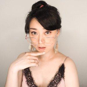 Oh, Hello Sunday 🖐🏻 // Glasses : @25flicks // Earrings : @earingbird . . . . . . . . . #clozetteid #sunday #happysunday #셀카그램 #아이섀도우 #partnershipwithhisafu #selfie #glasses #earrings #style #스타일