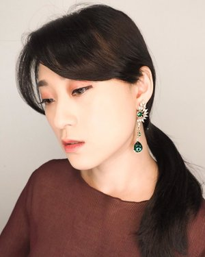 Green is my favorite color.. Thats why i fell in love at the first sight when i saw this gorgeous earring from @earingbird .. . . . . . . . . #earrings #clozetteid #style #partnershipwithhisafu #셀카 #셀카그램 #스타일 #style #스타일