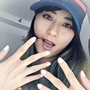 Just have my nail done @coconailhouse .. ini pertama kali ya dateng dan aku suka banget sama tempatnya.. bersih, so cute and girly plus mba nya bae banget hihi.. . . Hasilnya juga aku suka, warna putih dgn dots kaya marble gitu.. just what i want.. Mudah2an ini last long yak.. let see then.. . . #starclozetter#beautyblogger#bloggerindo#youtubers#youtubersindonesia#indobeautyblogger#indobeautyvlogger#indobeautygram#beautynesiamember#beauty#clozetteid#beautyinfluencer#뷰티#뷰티스타그램#유투브#블로그#블로거#스타일#좋아요#예뻐#메익업#섹카#셀카그램#셀피#셀피그램#nails#coconailhouse#gelnails#prettynails