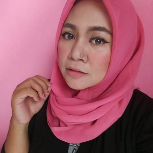 Pemilu udah lewat, tapi klean geludnya kok gak lewat2 sih gaes..😌😌😌 #makeup #makeupaddict #makeupjunkie #makeupobsessed #makeupporn #makeupcollection #instamakep #dailymakeup #makeuporganization #blogger #beautyblogger #indonesianbeautyblogger #beauty #instabeauty #blush #fdbeauty #highlighter #bronzer #lipstick #lipstickaddict #lotd #lipstickcollection #motd #makeupoftheday #fotd #makeuplook #makeuplover #makeupmafia #ilovemakeup #clozetteid