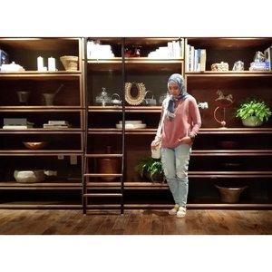 Someday.. Bisa punya rumah dgn rak seperti di belakang ini. . Someday.. _ #rachanlie #kakira #kakiramyid #lifestyleblogger #familyblogger #clozetteID