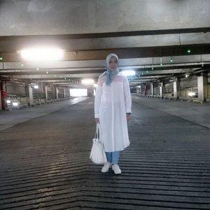 #OOTD  _  Hijab: @inforiamiranda #riamirandastyle #riamirandaseashore Tops: @zyskuxena #meandmyzyskuxena Pants: @cottonink #youxcottonink Bag: @malaikabags #malaikabags Shoes Adidas  __ #kakiramyid #kakira #IHBlogger #BloggerBabesID #ClozetteID #Blogger #LifestyleBlogger #BloggerIndonesia